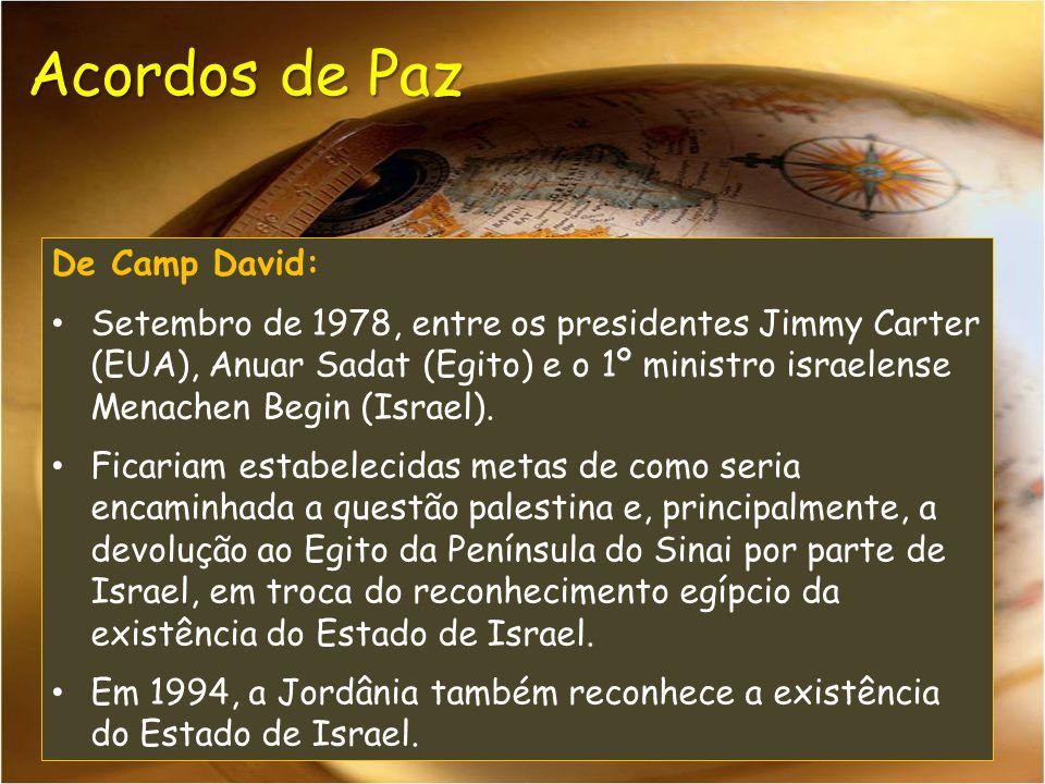 De Camp David: Setembro de 1978, entre os presidentes Jimmy Carter (EUA), Anuar Sadat (Egito) e o 1º ministro israelense Menachen Begin (Israel). Fica