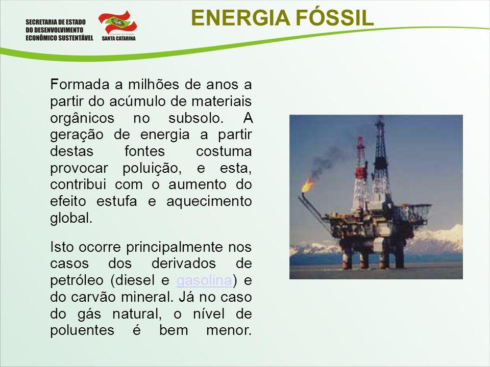 ENERGIA FÓSSIL Formada a milhões de anos a partir do acúmulo de materiais orgânicos no subsolo. A geração de energia a partir destas fontes costuma pr