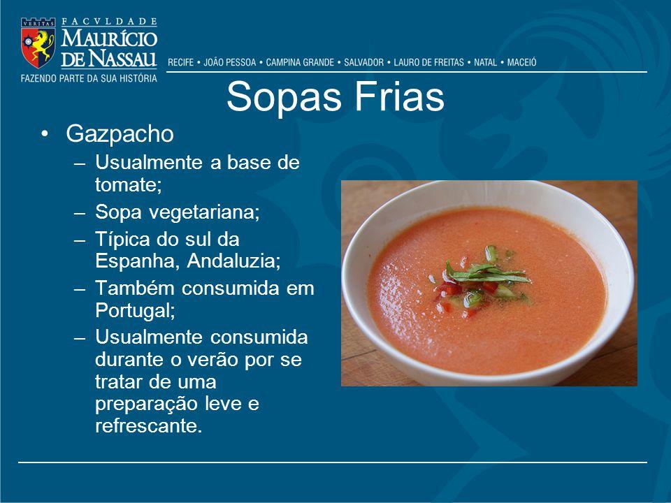 Sopas Frias Gazpacho –Usualmente a base de tomate; –Sopa vegetariana; –Típica do sul da Espanha, Andaluzia; –Também consumida em Portugal; –Usualmente consumida durante o verão por se tratar de uma preparação leve e refrescante.