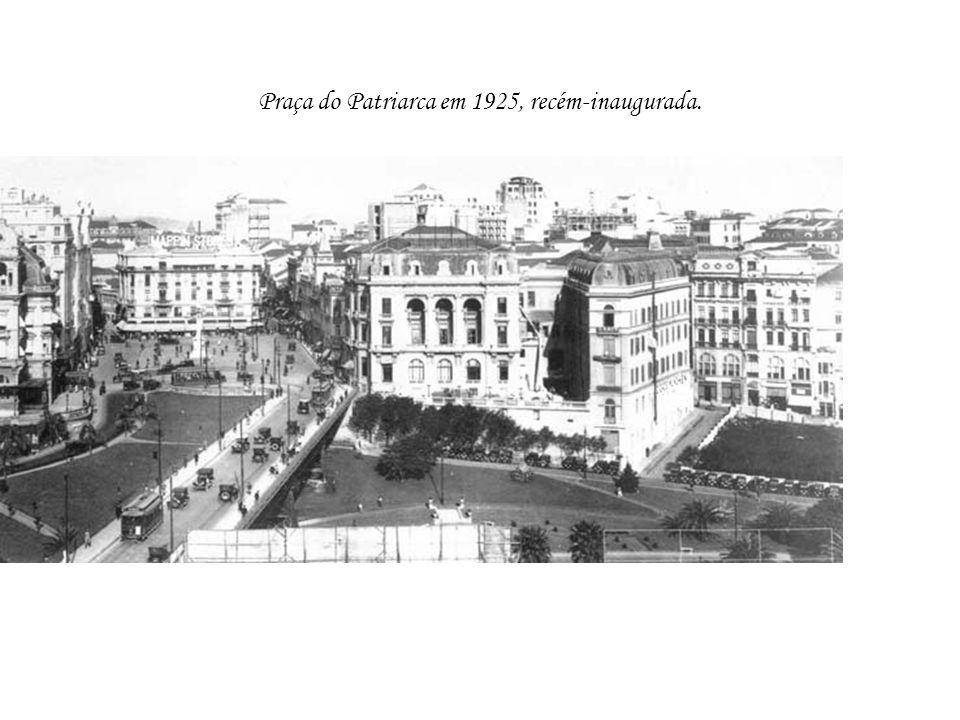 Praça do Patriarca em 1925, recém-inaugurada.
