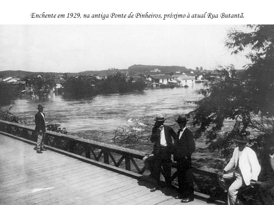 Enchente em 1929, na antiga Ponte de Pinheiros, próximo à atual Rua Butantã.