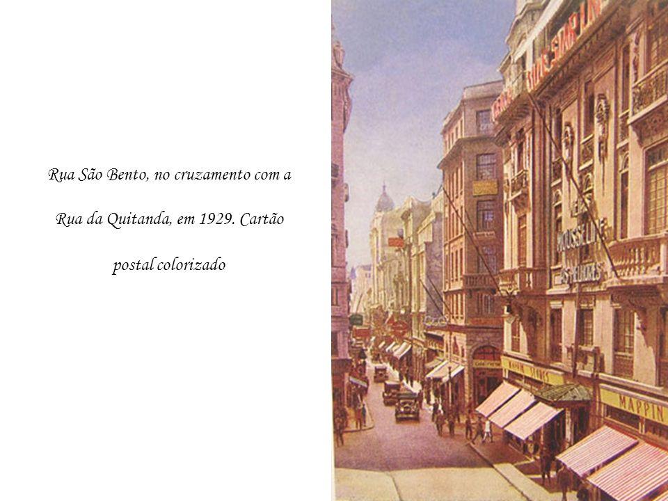 Rua São Bento, no cruzamento com a Rua da Quitanda, em 1929. Cartão postal colorizado
