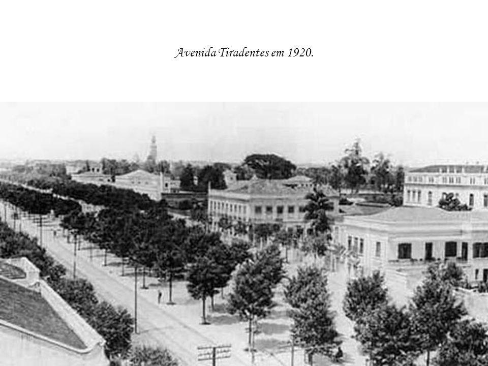 Avenida Tiradentes em 1920.
