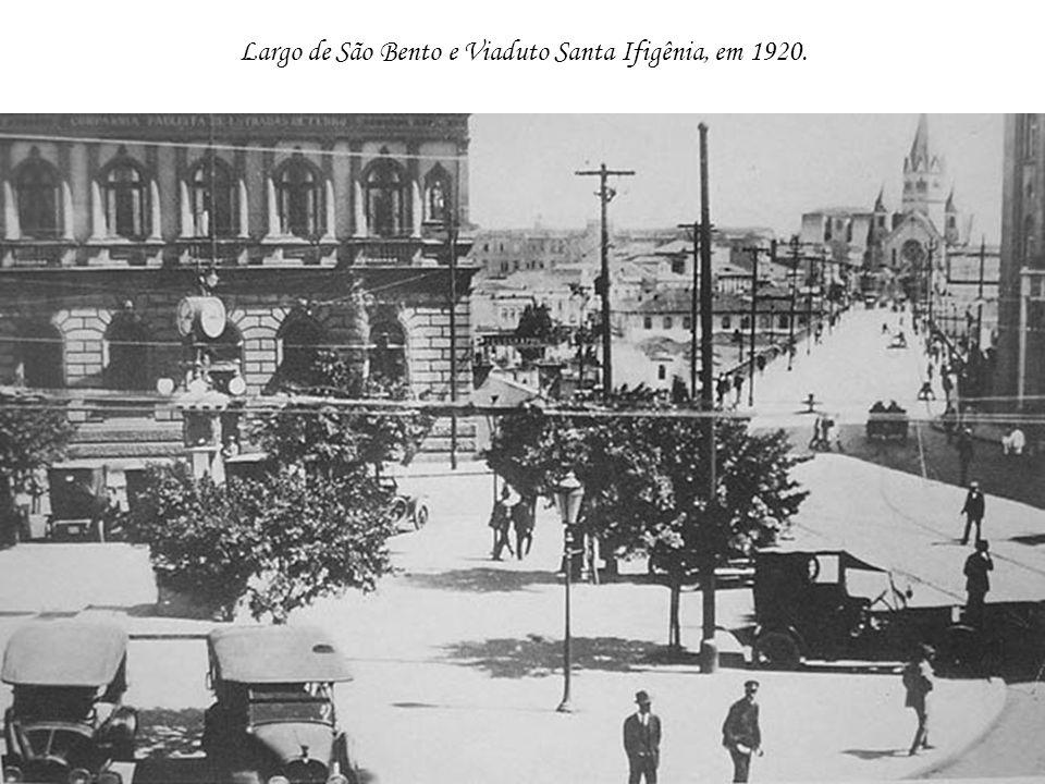 Largo de São Bento e Viaduto Santa Ifigênia, em 1920.