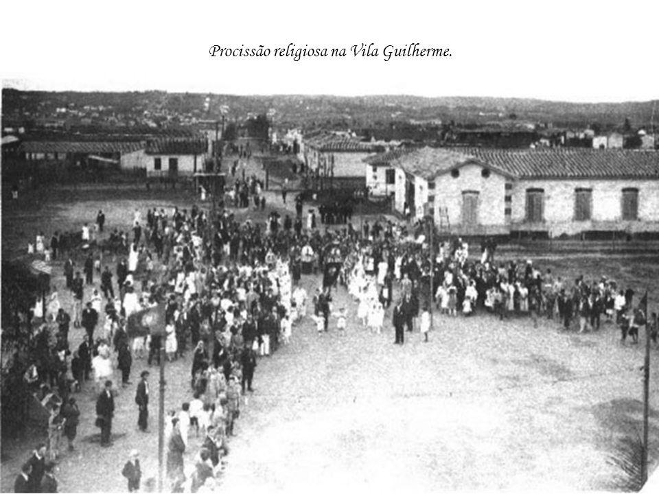 Procissão religiosa na Vila Guilherme.