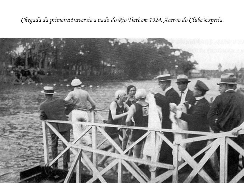 Chegada da primeira travessia a nado do Rio Tietê em 1924. Acervo do Clube Esperia.