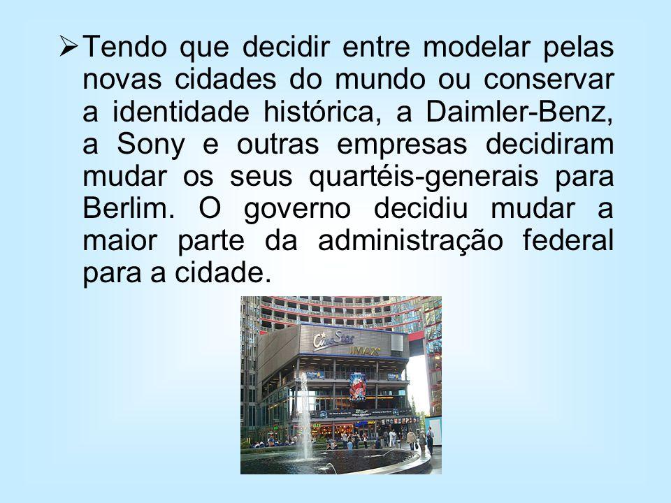 Tendo que decidir entre modelar pelas novas cidades do mundo ou conservar a identidade histórica, a Daimler-Benz, a Sony e outras empresas decidiram m