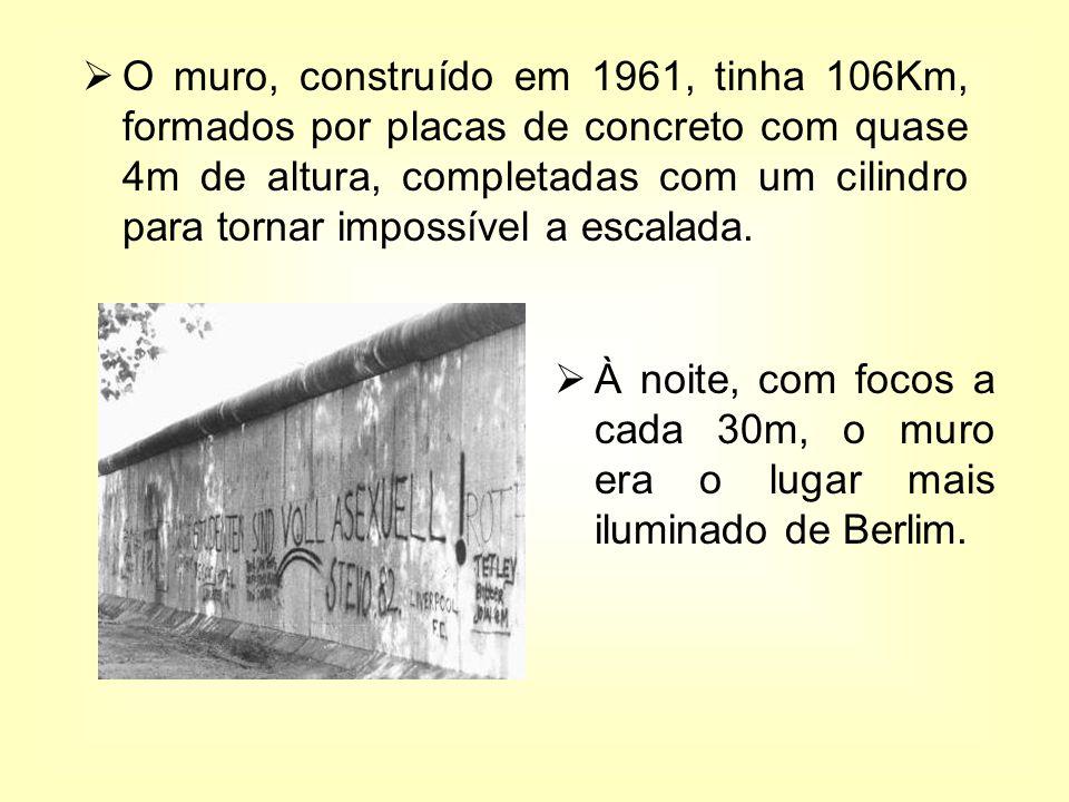O muro, construído em 1961, tinha 106Km, formados por placas de concreto com quase 4m de altura, completadas com um cilindro para tornar impossível a