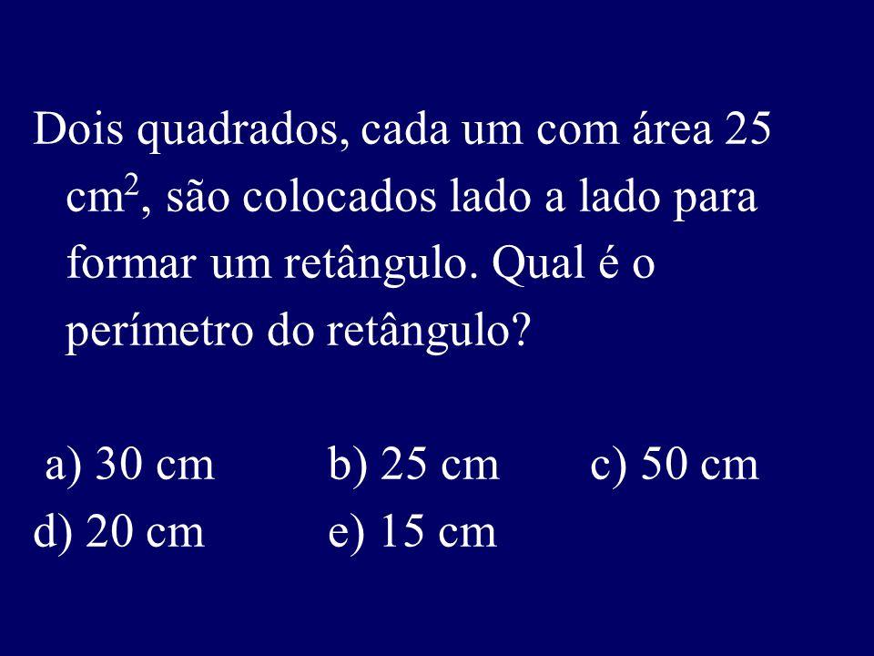 Dois quadrados, cada um com área 25 cm 2, são colocados lado a lado para formar um retângulo.