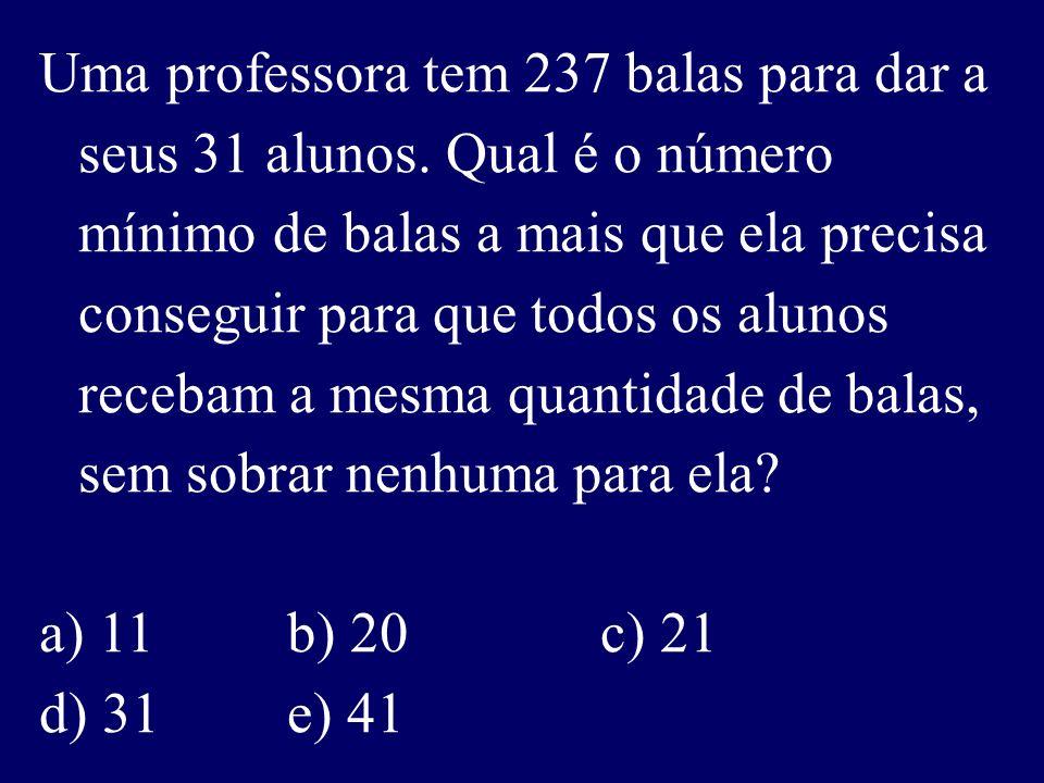 Uma professora tem 237 balas para dar a seus 31 alunos.