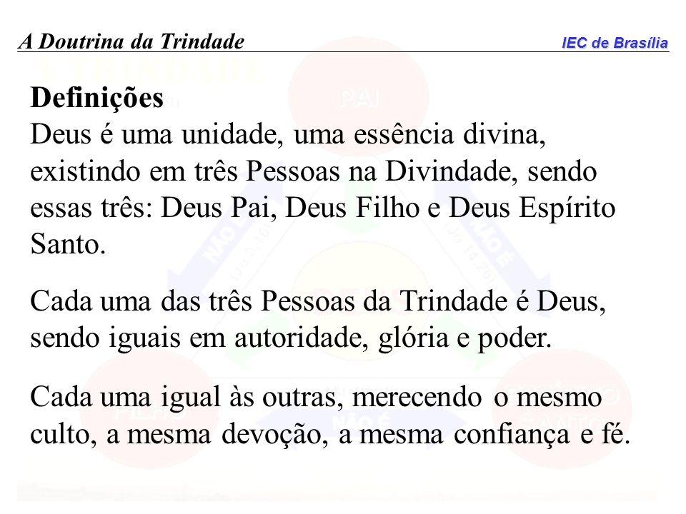 IEC de Brasília A Doutrina da Trindade Definições Deus é uma unidade, uma essência divina, existindo em três Pessoas na Divindade, sendo essas três: D