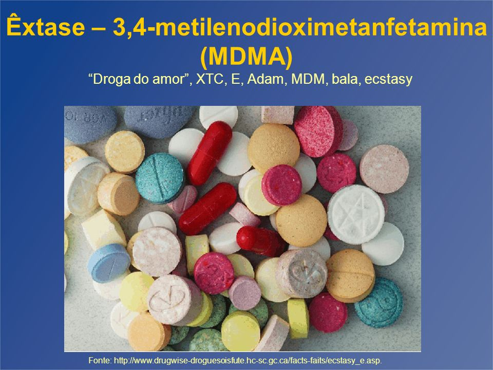 ÊXTASE - MDMA Derivado de anfetamina que combina propriedades estimulantes e alucinógenas Pode conter outras substâncias (MDEA, anfetaminas, ketamina, cafeína, AAS, Ibuprofeno,...) Efeitos primários positivos – aumento da auto-estima, simpatia e empatia, melhora da comunicação e relação com as pessoas, sentimento de euforia, aumento da energia emocional e física.