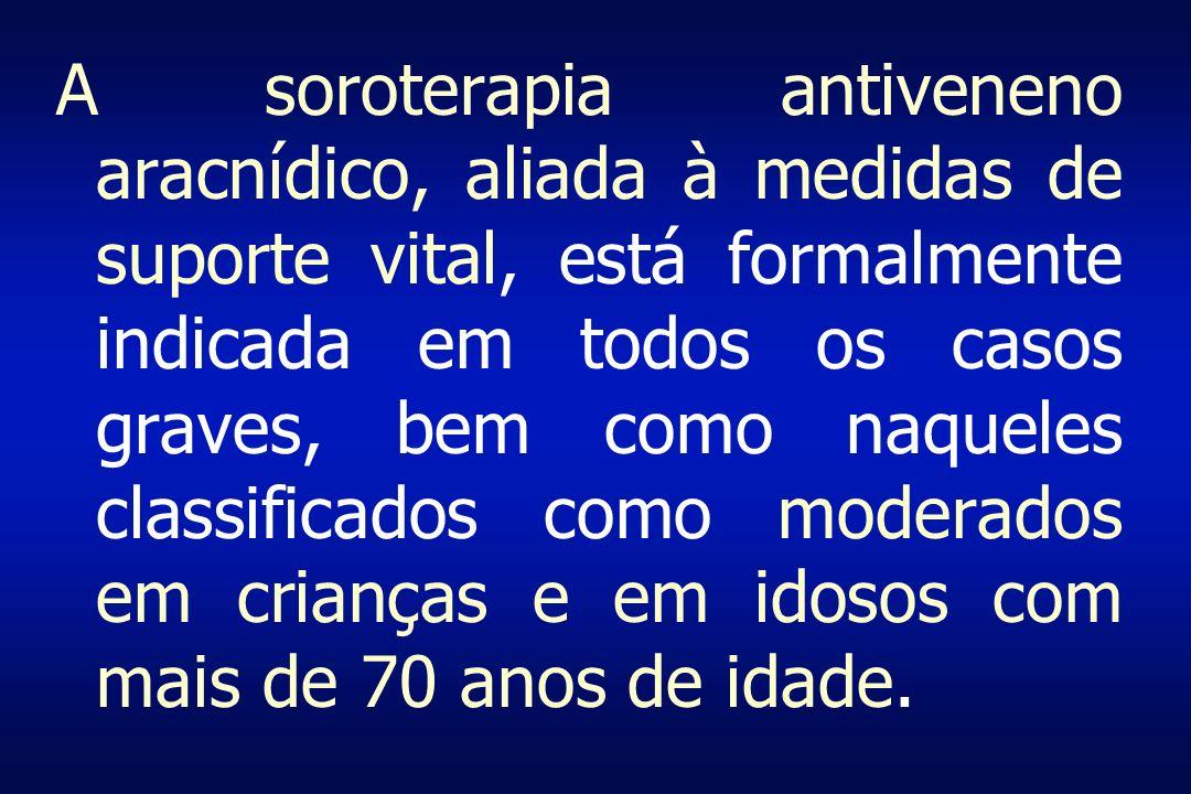 A soroterapia antiveneno aracnídico, aliada à medidas de suporte vital, está formalmente indicada em todos os casos graves, bem como naqueles classifi