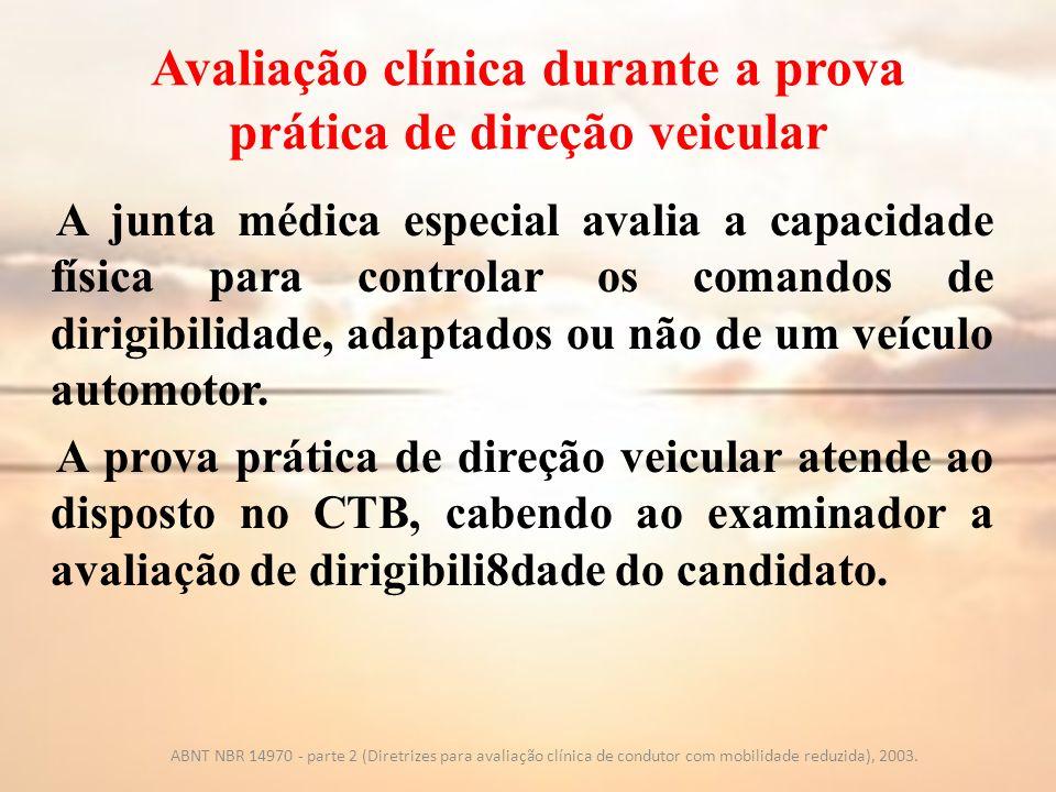 Avaliação clínica durante a prova prática de direção veicular A junta médica especial avalia a capacidade física para controlar os comandos de dirigib