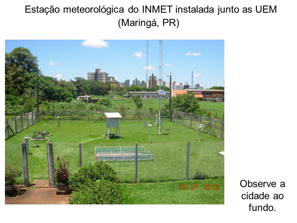 Estação meteorológica do INMET instalada junto as UEM (Maringá, PR) Observe a cidade ao fundo.