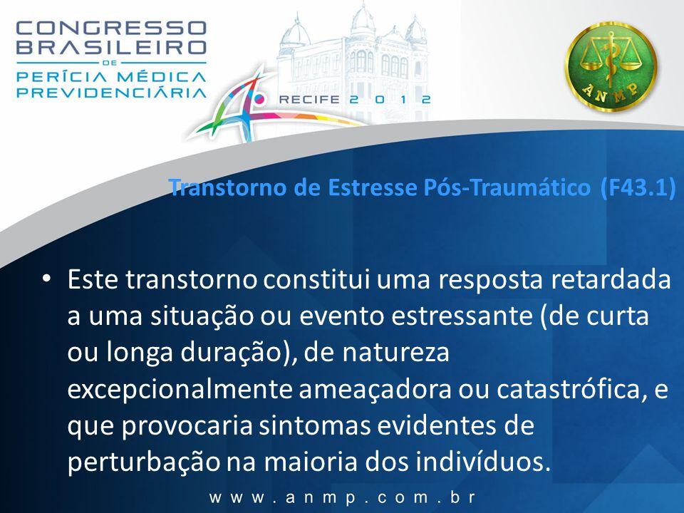 Transtorno de Estresse Pós-Traumático (F43.1) Este transtorno constitui uma resposta retardada a uma situação ou evento estressante (de curta ou longa