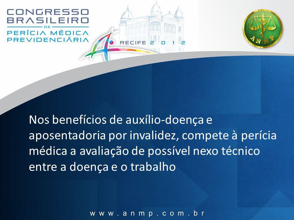 Nos benefícios de auxílio-doença e aposentadoria por invalidez, compete à perícia médica a avaliação de possível nexo técnico entre a doença e o traba