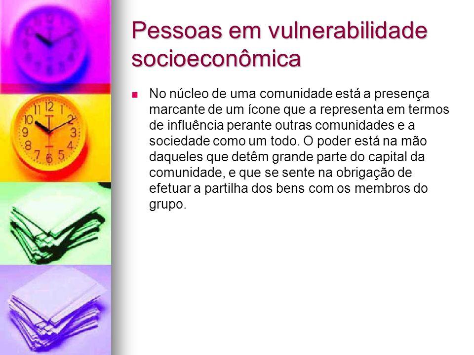 Pessoas em vulnerabilidade socioeconômica No núcleo de uma comunidade está a presença marcante de um ícone que a representa em termos de influência pe