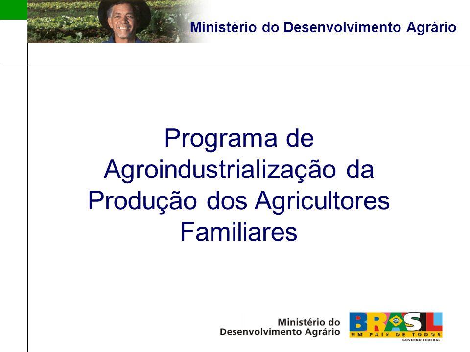 Ministério do Desenvolvimento Agrário CONCEITO DE AGROINDUSTRIALIZAÇÃO: Beneficiamento e/ou transformação de produtos agrosilvopastoris, aqüicolas e extrativistas, abrangendo desde os processos mais simples até os mais complexos, incluindo o artesanato no meio rural.