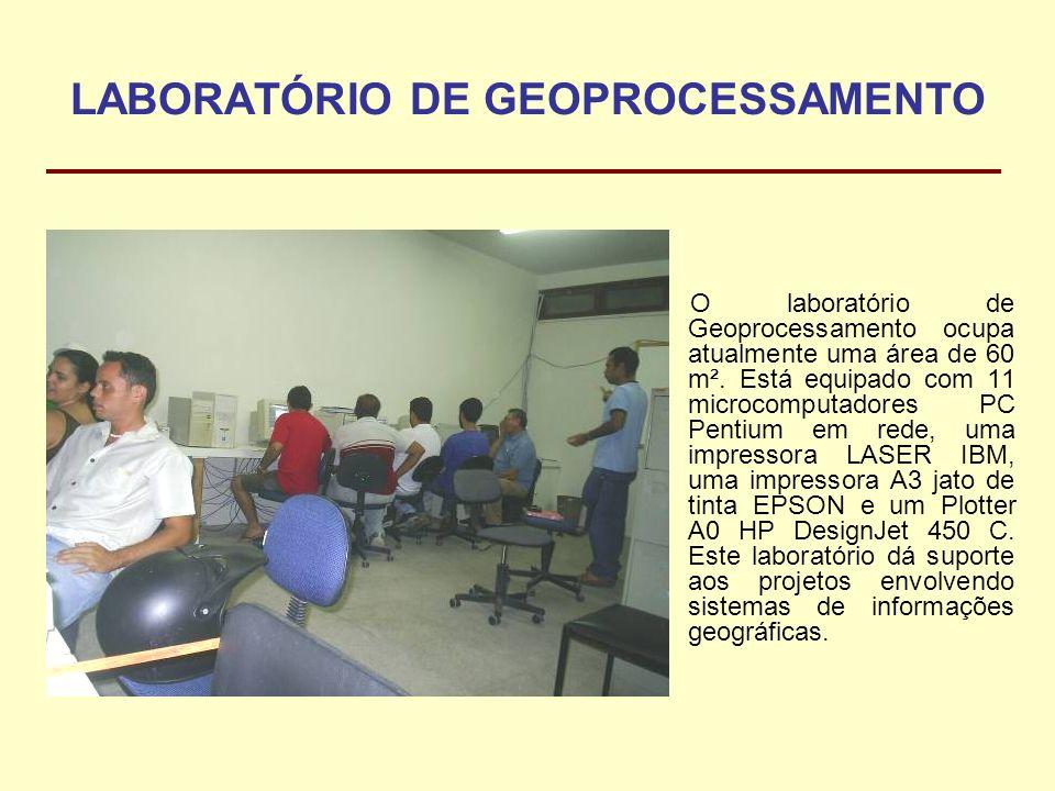 LABORATÓRIO DE GEOPROCESSAMENTO O laboratório de Geoprocessamento ocupa atualmente uma área de 60 m². Está equipado com 11 microcomputadores PC Pentiu