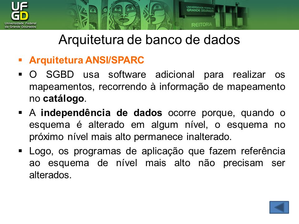 Arquitetura de banco de dados Arquitetura ANSI/SPARC O SGBD usa software adicional para realizar os mapeamentos, recorrendo à informação de mapeamento