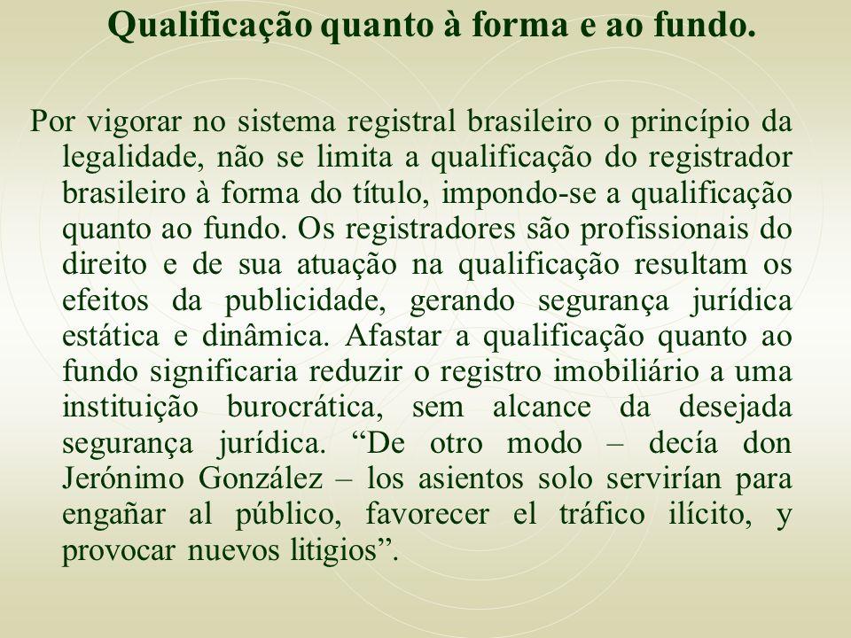 Qualificação quanto à forma e ao fundo. Por vigorar no sistema registral brasileiro o princípio da legalidade, não se limita a qualificação do registr
