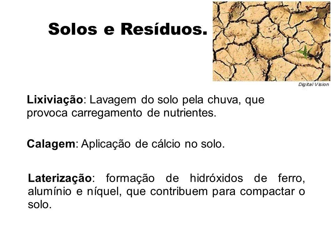 Solos e Resíduos. Lixiviação: Lavagem do solo pela chuva, que provoca carregamento de nutrientes. Calagem: Aplicação de cálcio no solo. Laterização: f
