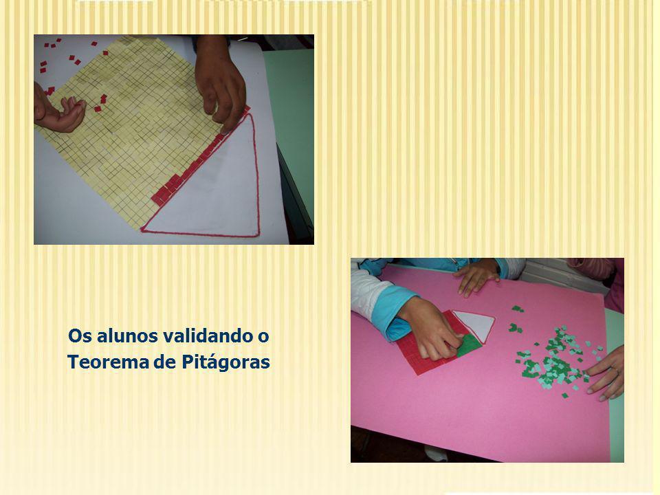 Os alunos validando o Teorema de Pitágoras