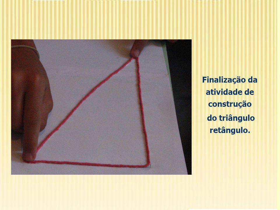 Verificou-se que alguns alunos apresentavam bastante dificuldade em construir o ângulo reto, bem como fechar e triângulo com o restante do barbante.