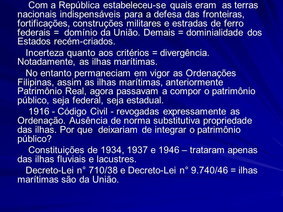 16 DEFESA DOS TERRENOS DE MARINHA + DEFESA DA PRESERVAÇÃO AMBIENTAL + LAZER (RISCO DE PRIVATIZAÇÃO DA PRAIA) = DEFESA DO PATRIMÔNIO PÚBLICO VISÃO PARA O FUTURO FUNÇÃO SOCIAL DOS TERRENOS DE MARINHA RETRABALHO ADMINISTRATIVO = ALTO CUSTO PAGAMENTO DE HONORÁRIOS ADVOCATÍCIOS NAS EXECUÇÕES FISCAIS QUESTÃO LAUDÊMIO – ATÉ 2010 DERROTA EM TODAS AÇÕES PERDA CRESCENTE DE ARRECADAÇÃO