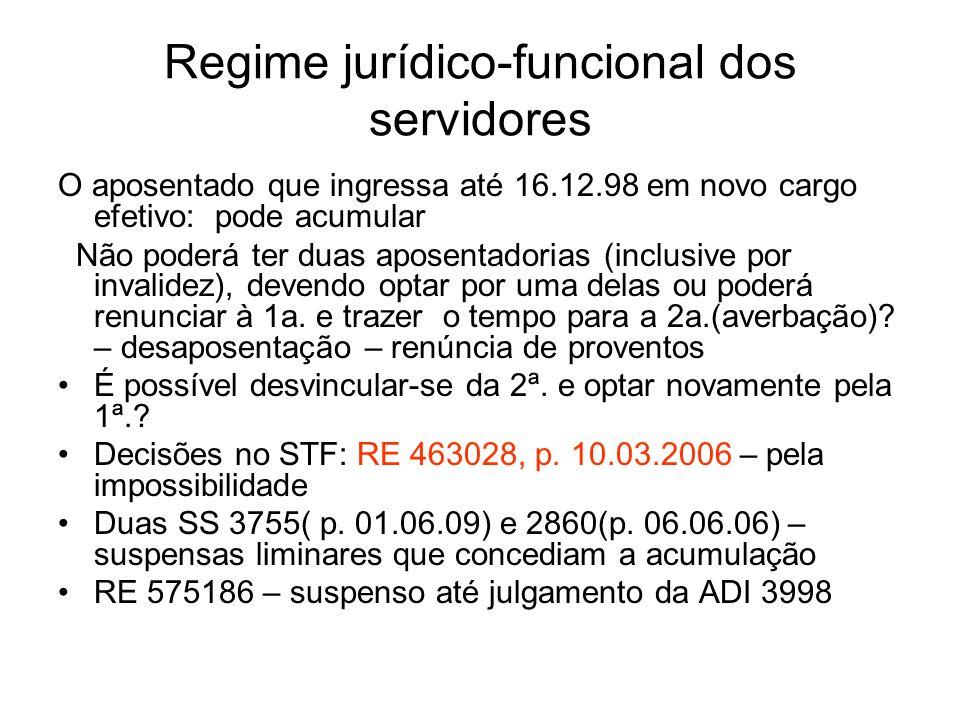 Regime jurídico-funcional dos servidores O aposentado que ingressa até 16.12.98 em novo cargo efetivo: pode acumular Não poderá ter duas aposentadorias (inclusive por invalidez), devendo optar por uma delas ou poderá renunciar à 1a.