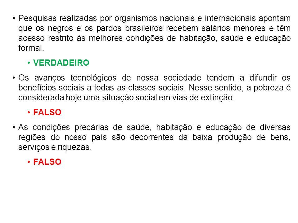 Pesquisas realizadas por organismos nacionais e internacionais apontam que os negros e os pardos brasileiros recebem salários menores e têm acesso res