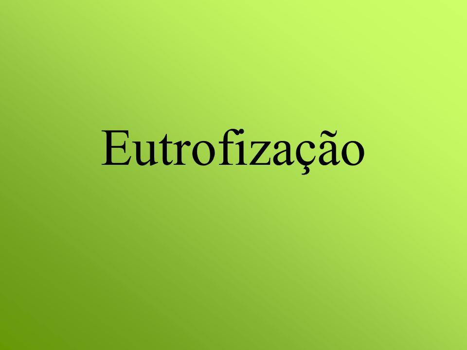 O que é A eutrofização é o crescimento excessivo das plantas aquáticas, tanto planctônicas quanto aderidas, a níveis tais que sejam considerados como causadores de interferências com os usos desejáveis das represas.