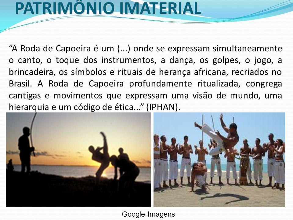 A Roda de Capoeira é um (...) onde se expressam simultaneamente o canto, o toque dos instrumentos, a dança, os golpes, o jogo, a brincadeira, os símbo