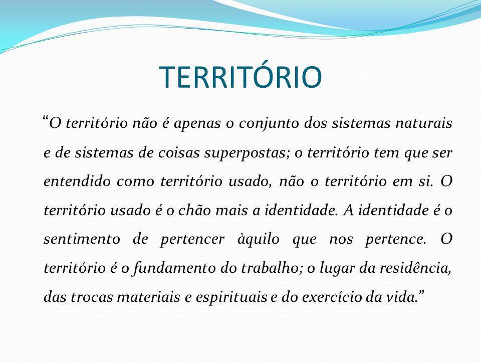 TERRITÓRIO Segundo Milton Santos (2006), o território vem sendo abordado a partir de dois grandes referenciais teóricos: binômio materialismo e idealismo, englobando o vínculo sociedade-natureza e as dimensões sociais privilegiadas; e a historicidade do conceito.
