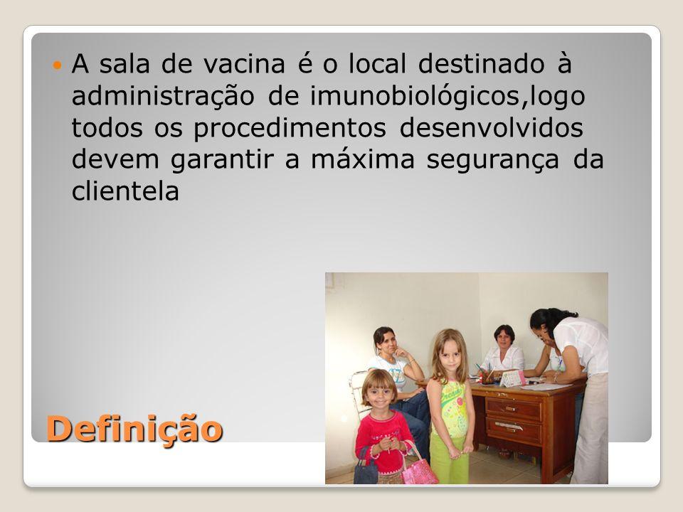 Definição A sala de vacina é o local destinado à administração de imunobiológicos,logo todos os procedimentos desenvolvidos devem garantir a máxima se