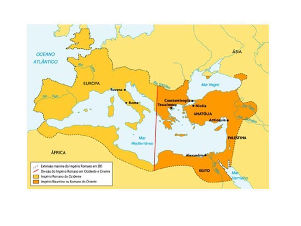 Em 330, o imperador Constantino mudou o centro do império romano para Constantinopla (atual Turquia).
