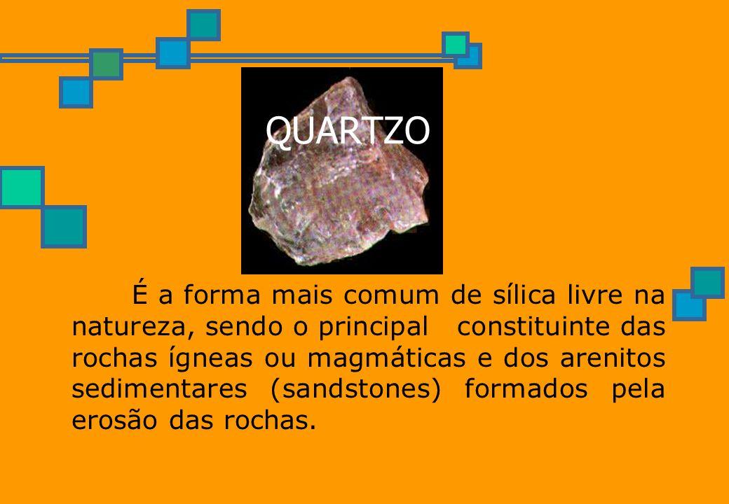 QUARTZO É a forma mais comum de sílica livre na natureza, sendo o principal constituinte das rochas ígneas ou magmáticas e dos arenitos sedimentares (