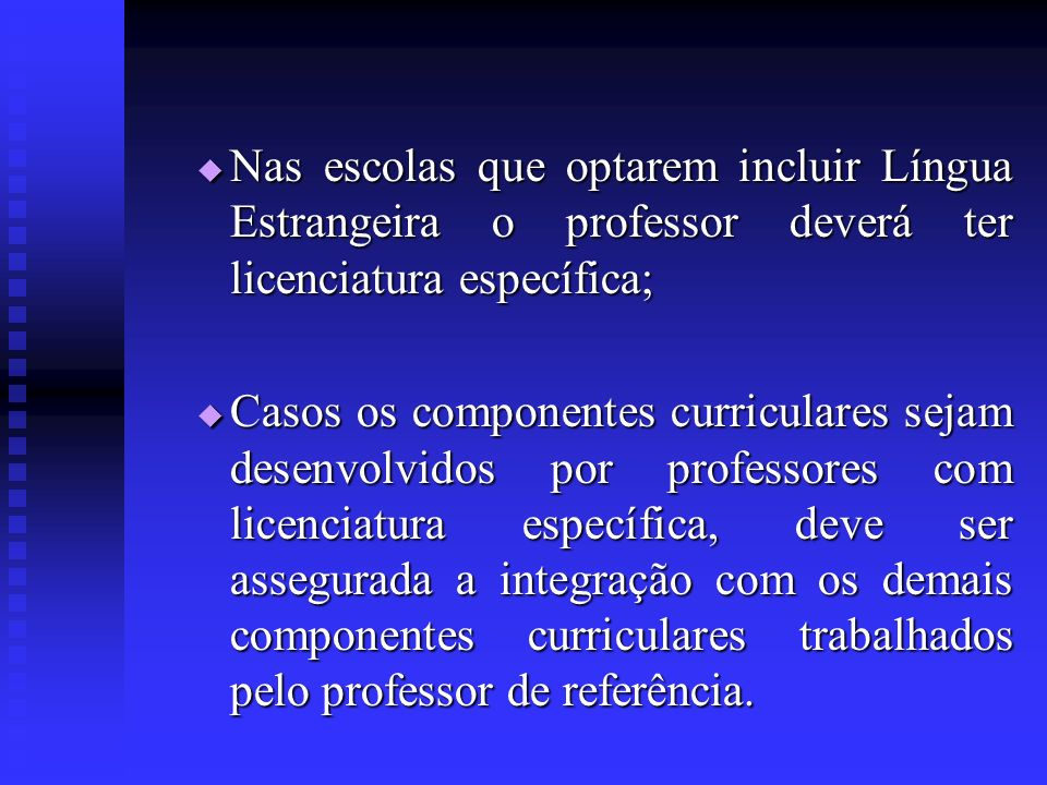 Nas escolas que optarem incluir Língua Estrangeira o professor deverá ter licenciatura específica; Nas escolas que optarem incluir Língua Estrangeira