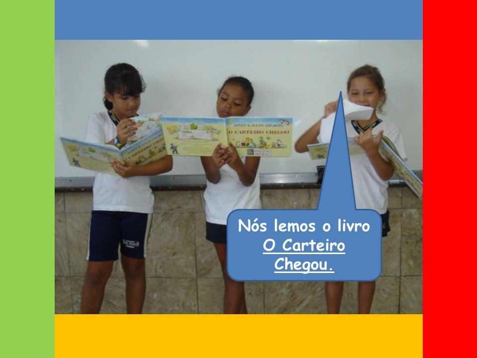 Nós lemos o livro O Carteiro Chegou.