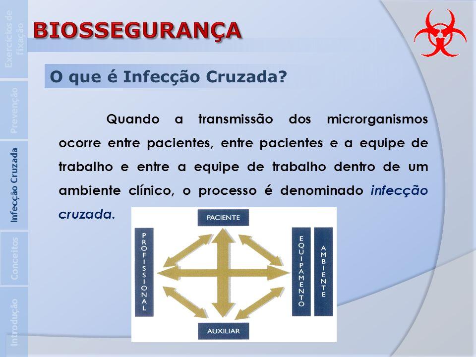 O que é Infecção Cruzada? Quando a transmissão dos microrganismos ocorre entre pacientes, entre pacientes e a equipe de trabalho e entre a equipe de t