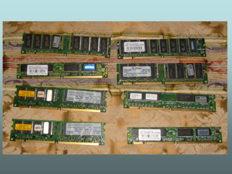 Memórias Dinamicas - Dram memórias síncronas – DDR-SDRAM: trabalham sincronizadas também, mas ao invés de enviar apenas um lote de dados por ciclo de transmissão, estas memórias enviam dois lotes de dados, duplicando a performance da memória.