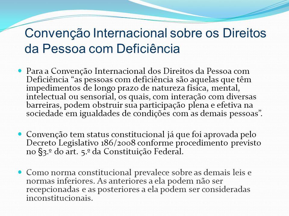 Para a Convenção Internacional dos Direitos da Pessoa com Deficiência as pessoas com deficiência são aquelas que têm impedimentos de longo prazo de na