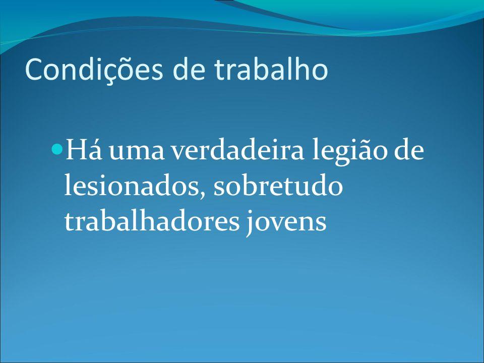 Valdirene J.G. da Silva, 35 anos, aposentada por invalidez após 11 anos de trabalho.