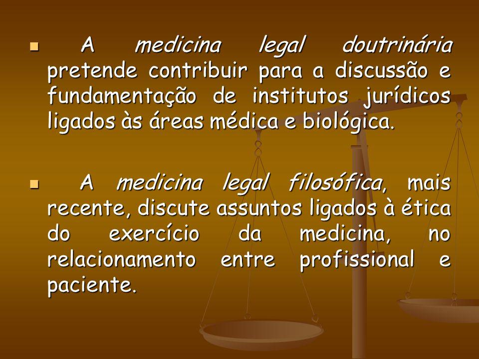 Segundo Genival Veloso de França (1998, p.8), sob o aspecto profissional, busca-se classificar a medicina legal segundo a maneira como a matéria é exercida na pratica, de acordo com as atribuições conferidas aos profissionais da área.