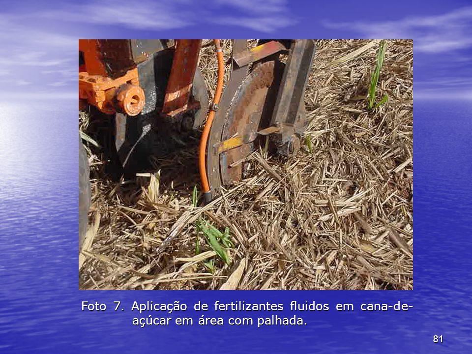 81 Foto 7. Aplicação de fertilizantes fluidos em cana-de- açúcar em área com palhada.