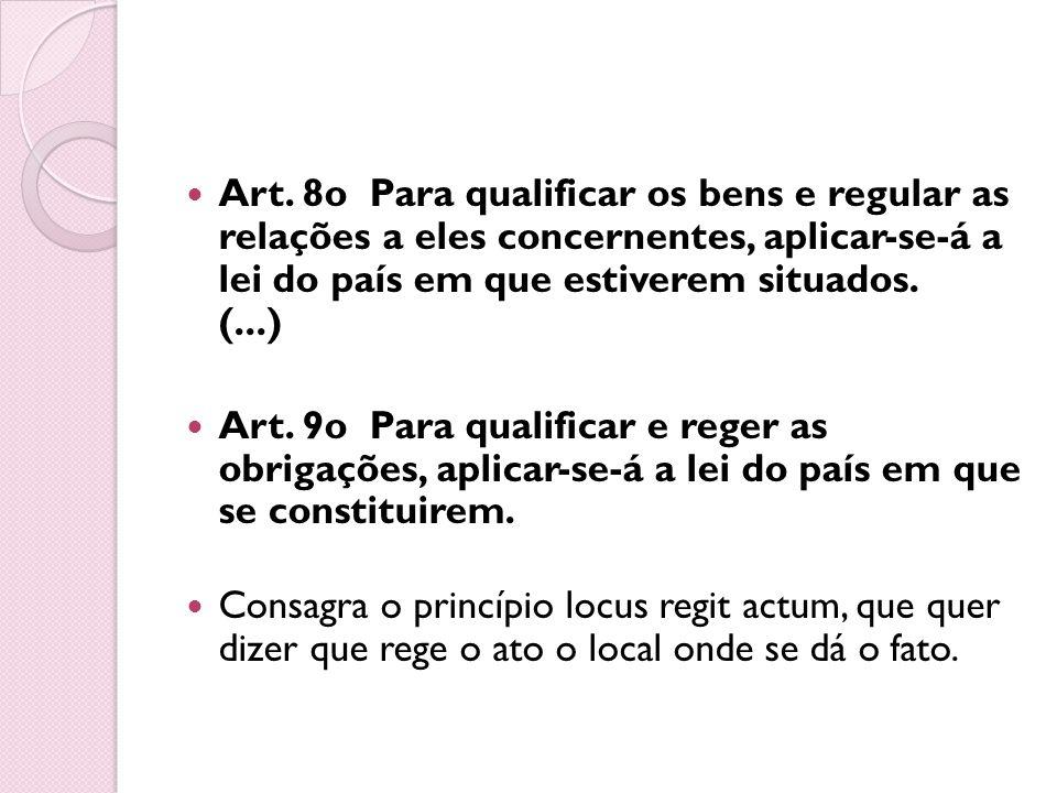 Art. 8o Para qualificar os bens e regular as relações a eles concernentes, aplicar-se-á a lei do país em que estiverem situados. (...) Art. 9o Para qu