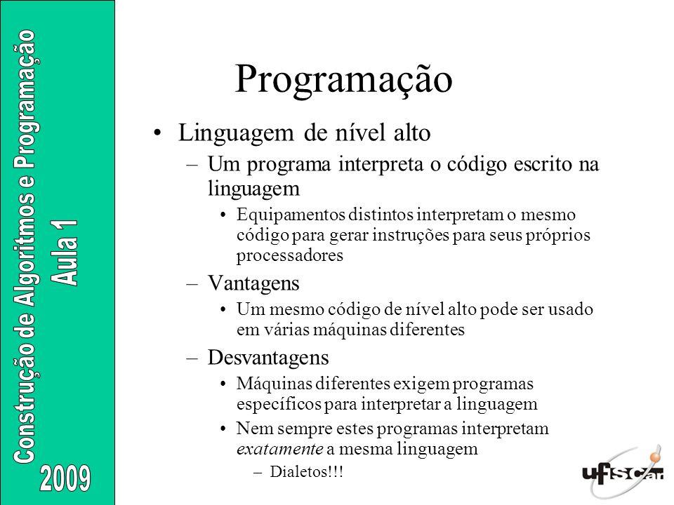 Linguagem de nível alto –Um programa interpreta o código escrito na linguagem Equipamentos distintos interpretam o mesmo código para gerar instruções