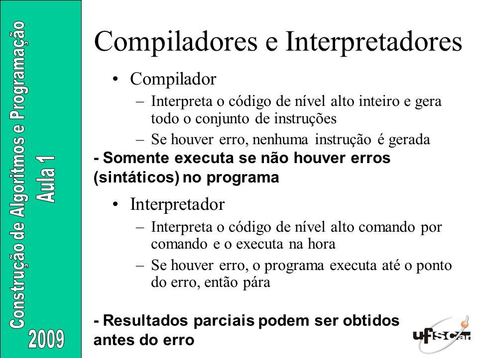 Compiladores e Interpretadores Compilador –Interpreta o código de nível alto inteiro e gera todo o conjunto de instruções –Se houver erro, nenhuma ins