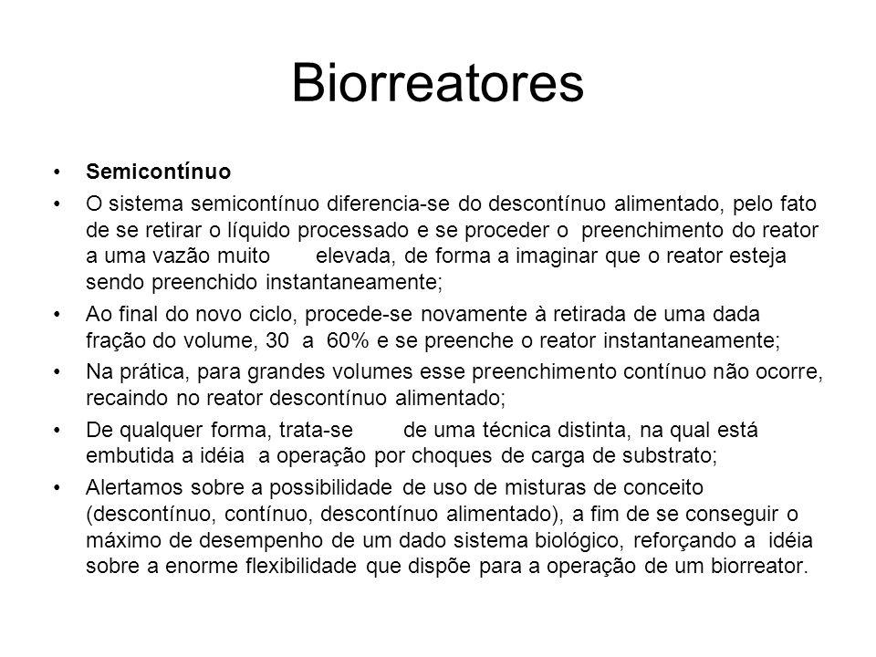 Biorreatores Semicontínuo O sistema semicontínuo diferencia-se do descontínuo alimentado, pelo fato de se retirar o líquido processado e se proceder o